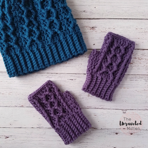 Honeycomb Cabled Fingerless Gloves | Free Crochet Pattern | The Unraveled Miteen