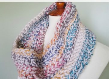 Oakland Chunky Crochet Cowl | Free Crochet Pattern | The Unraveled Mitten