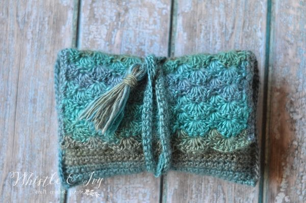 Tide Pool Wrap Clutch by Whistle and Ivy | Free Crochet Pattern | part of a round up on The Unraveled Mitten