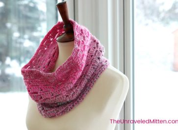 Block Stitch Cowl   Free Crochet Pattern   The Unraveled Mitten   This easy cowl works up fast in self striping yarn. Great for gifts!