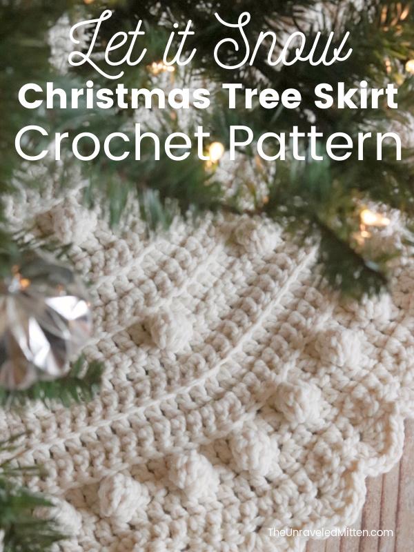 Chunky Bobble Christmas Tree Skirt | Add some holiday cheer to your Christmas home decor with this quick crochet Christmas tree skirt.